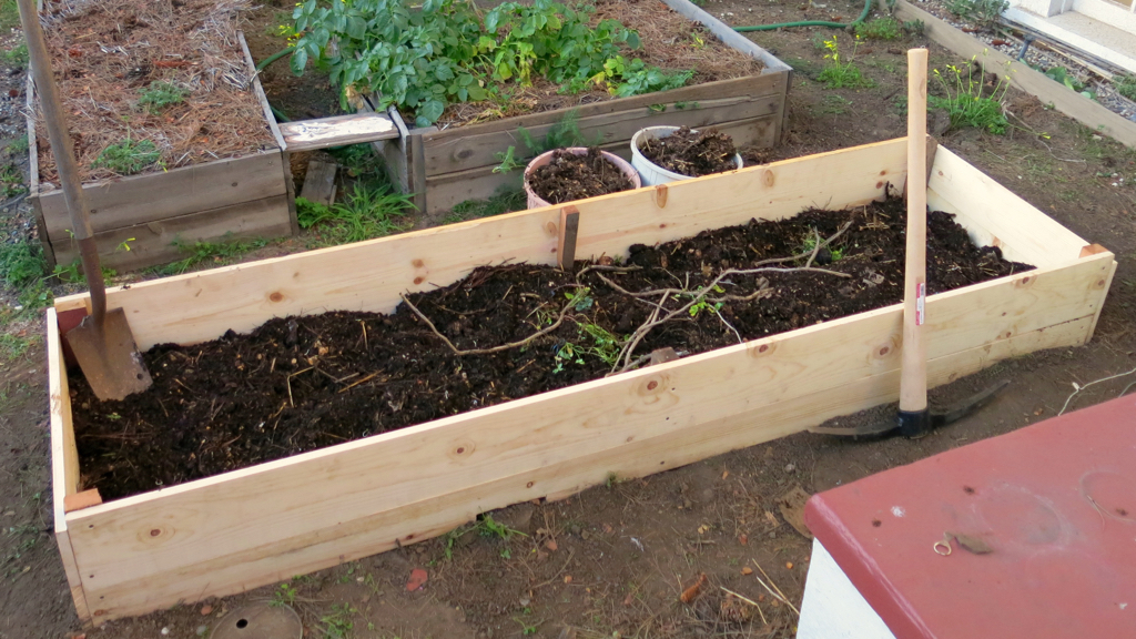 hugelkultur raised garden bed